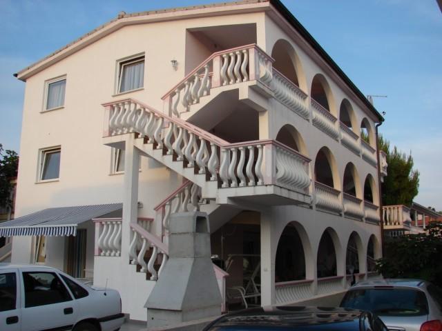 kurevija apartmanház vir sziget déli részén